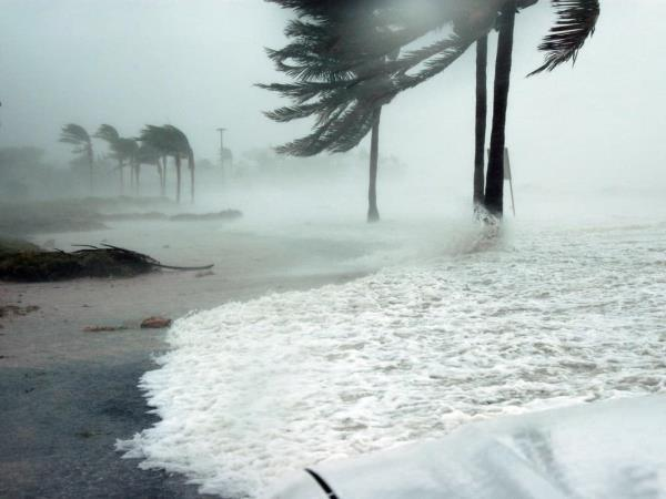 Olaf se intensifica a huracán categoría 1: cierran puertos en Baja California Sur