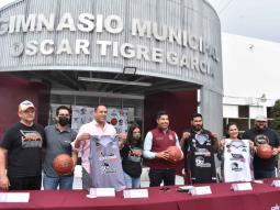"""En debut de Lobos 2021, presenta Armando Ayala obras de rehabilitación del gimnasio Óscar """"Tigre"""" García"""