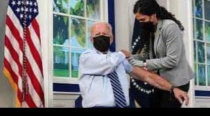 Joe Biden se aplica la tercera dosis de la vacuna Pfizer