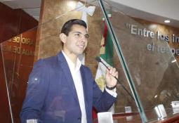 Recorre alcalde Armando Ayala dependencias ubicadas en la Casa Municipal