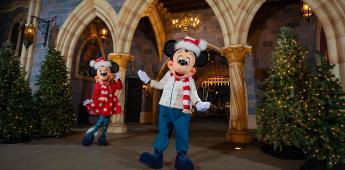 Avance navideño de Disneyland Resort: primer vistazo a las modas festivas de Mickey y Minnie