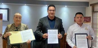 Firma Darío Benítez convenio con INVEC