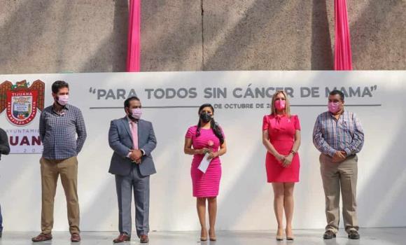 Alcaldesa rinde un minuto de silencio a las mujeres que están, las que no y por las que padecen cáncer de mama